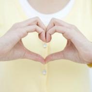 気になる胸元の産毛…きれいに処理するにはどうしたら?