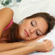 意外と知られていない「おやすみブラ」の凄い効果とは