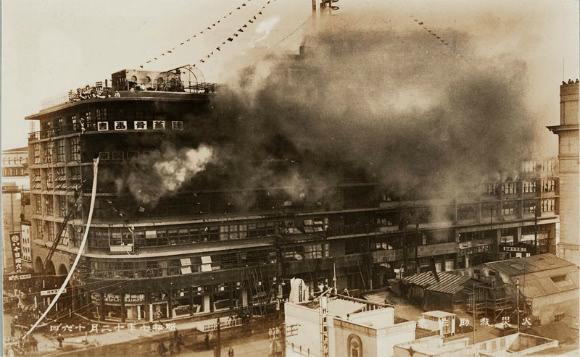 東京日本橋の白木屋百貨店火災