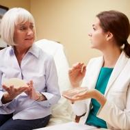 豊胸手術後は胸が硬くなる?心配な後遺症とそれを防ぐお手入れとは