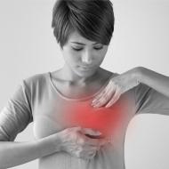胸元のシミの原因はカビかも!?原因別の治療法をご紹介